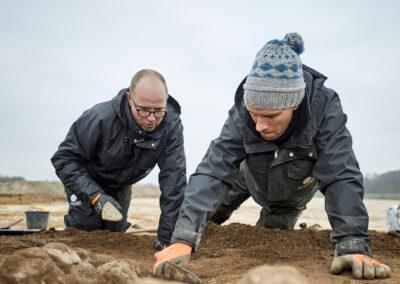 Øhavsmuseet Udgravning på knæ i Aarslev L